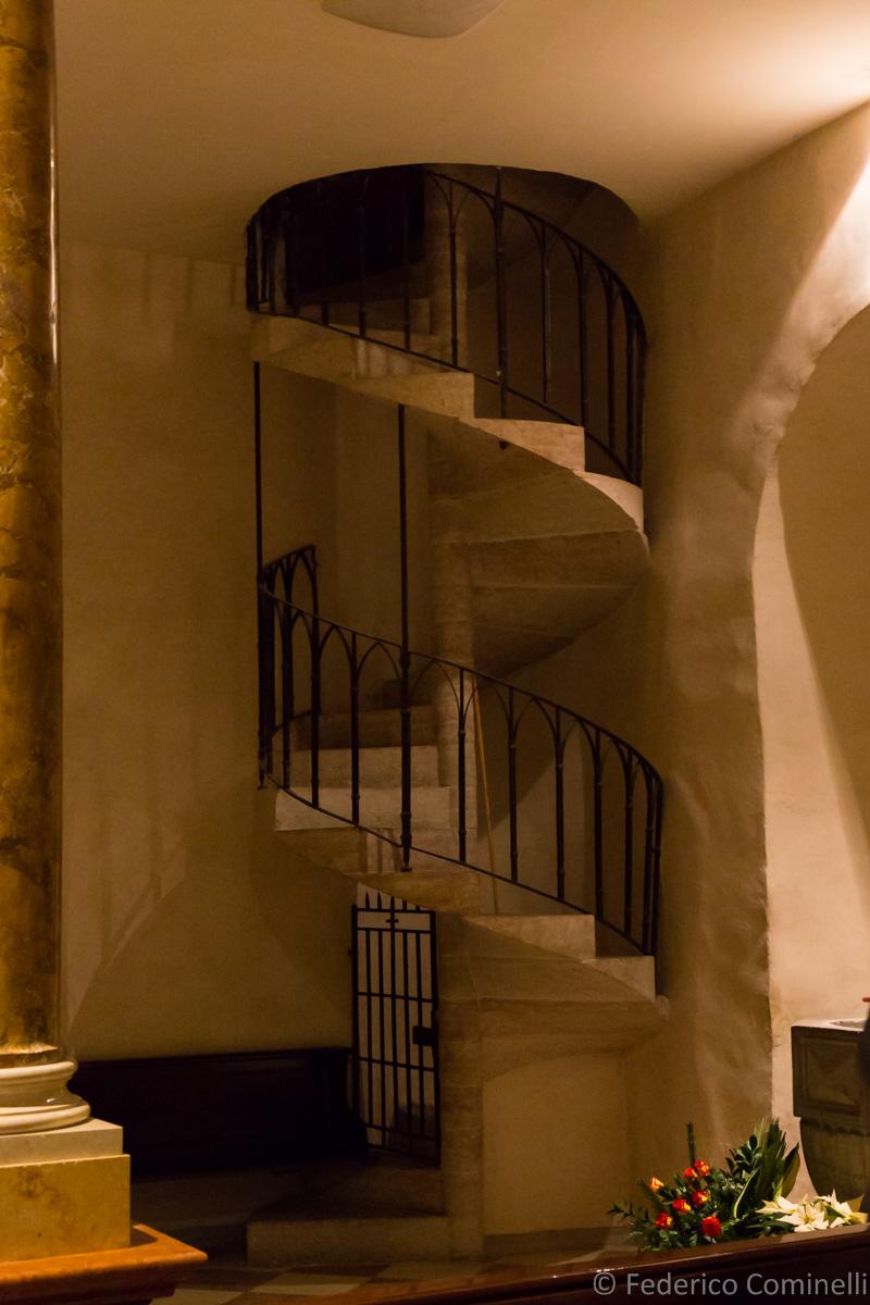 La scala a chiocciola della chiesa di santa maria assunta for Scala a chiocciola della cabina